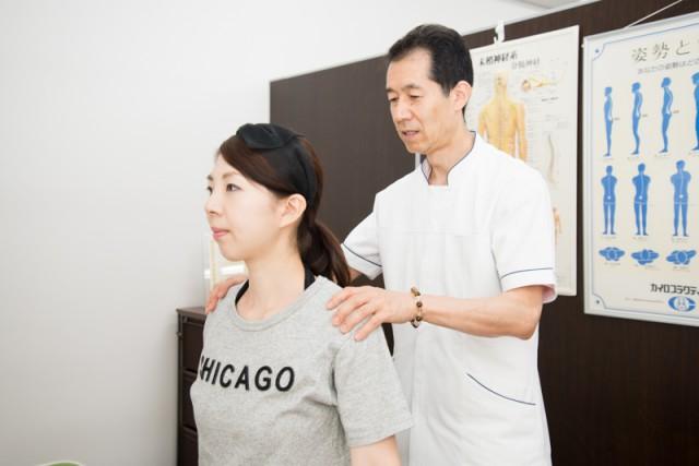 肩甲骨の可動域検査